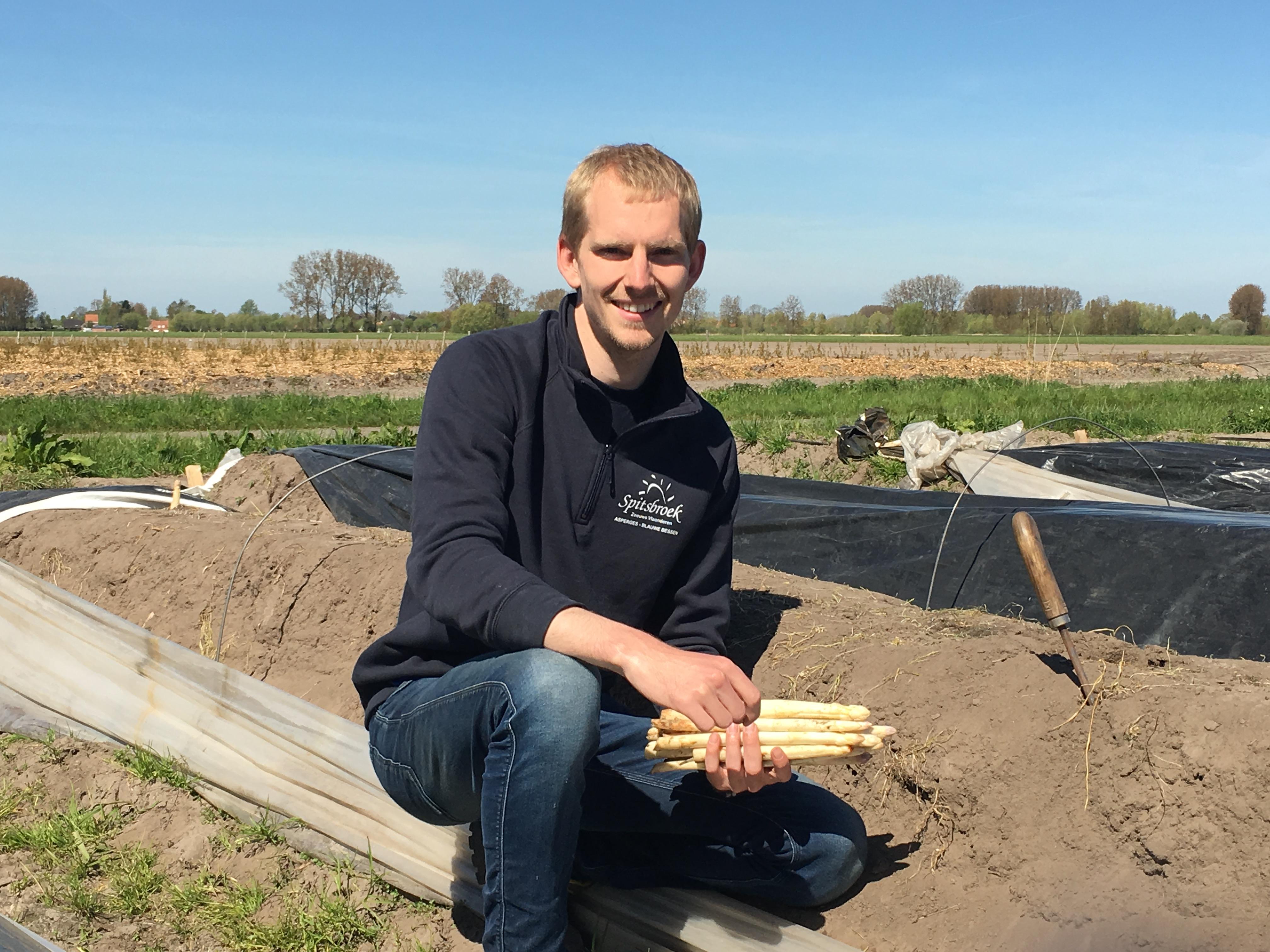 Bastiaan met asperges